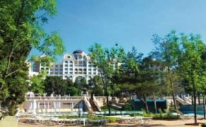 Първа Линия Топ Хотел с Чадър и Шезлонг на Плажа, All Inclusive до 30.06 от Риу Хелиос Парадайз, <em>Свети Влас</em>