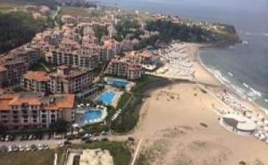 Лукс Ваканция на Първа Линия в Оазис Бийч Клуб, Апартамент След 26.08 със Закуска, Чадър и Шезлонг на Плажа