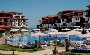 Луксозна Почивка за Лято 2019, Чадър и Шезлонг на Плажа на База Полупансион до 30.06 за Двама от Свети Тома, Аркутино