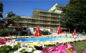 Лято 2019 Отново в Хотел Градина, Пълен Пансион с Напитки до 09.07 в Зл. Пясъци