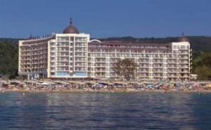 Петзвезден Лукс на Самия Морски Бряг, Оферта Полупансион до 11.07 в Хотел Адмирал, Зл. Пясъци