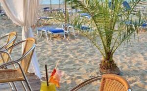 Специална Оферта за Хотел Берлин Голдън Бийч, Разположен на Плажа в Златни Пясъци, с Безплатни Шезлонги и Чадъри на Плажа и на Oл Инклузив / 22.05.2019-30.05.2019