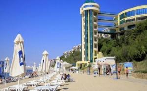 Хотел Парадайз Бийч 4*, <em>Свети Влас</em> - Морска Почивка на Превъзходен Плаж, Многобройни Възможности за Развлечения и Разнообразие от Водни Спортове, на Ол Инклузив за Една  ...