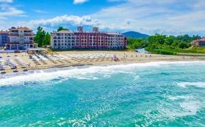 Море на Първа Линия в <em>Царево</em>! Нощувка за Двама с Възможност за Изхранване + Басейн, Шезлонг и Чадър в Primea Beach Residence, Къмпинг Нестинарка!