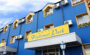 Делнична Почивка за Двама! Нощувка със Закуска + Спа Пакет в Хотел Дипломат Парк, <em>Луковит</em>!