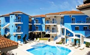 ТОП СЕЗОН в Афитос, Гърция! Нощувка на човек със закуска + басейн в хотел Stratos