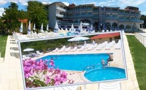Лято 2019 в <em>Царево</em>! Нощувка на човек със Закуска и Вечеря + Басейн, Шезлонг и Чадър в Хотел Марая - на 150М. от Плажа