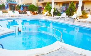 Нощувка на човек + Басейн в Семеен Хотел Мегас, <em>Слънчев бряг</em>