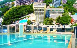 Нощувка на човек на база All inclusive + два басейна и релакс зона  в хотел Шипка 4*, к.к. <em>Златни Пясъци</em>