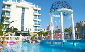 1, 3 ,5 или 7 Нощувки на човек на База All Inclusive + Басейн в Хотел <em>Китен</em> Бийч, на 200 М. от Плажа в <em>Китен</em>