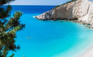 Юни, Юли и Септември на Остров <em>Лефкада</em>, Гърция! 5 Дни/3 Нощвуки със Закуски в Хотел 2/3* + Посещение на Плажа с Вятърните Мелници - Агиос Йоанис с Далла Турс!