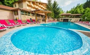 24 Май в Троянския Балкан! Две или Три Нощувки със Закуски, Обеди и Вечери + Топъл Басейн и Сауна в Хотел Дива, с.чифлик!