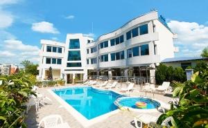 Лято в <em>Лозенец</em> на Топ Цени! Нощувка на човек със Закуска + Басейн в Хотел Ариана.