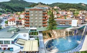Нощувка на човек със закуска + минерален басейн и СПА пакет от хотел <em>Девин</em>****