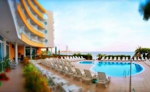 Нощувка със закуска или закуска и вечеря за двама + басейн в хотел Афродита***, на 1-ва линия в <em>Несебър</em>