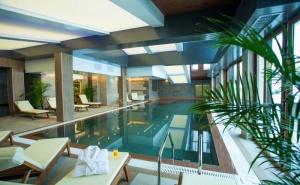 Уикенд в <em>Банско</em>! Нощувка на човек със закуска или закуска и вечеря + басейн и релакс зона в хотел резиденс Амира*****