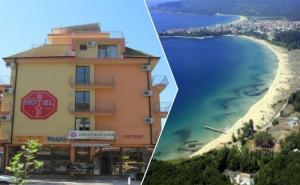 Лято в <em>Приморско</em> на 150М. от Плажа! Нощувка за Двама на Супер Цени в Хотел Стоп