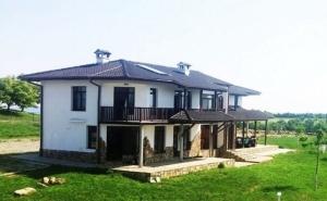 Нощувка за 14 Човека + Механа, Барбекю и Басейн във Вилно Селище Балканъ Край Елена - с. Калайджии