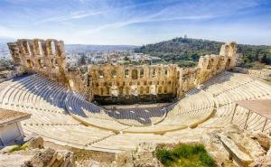Вижте Акропола в Гръцката Столица Атина! Нощувка за Двама или Четирима в Апартаменти Санторини Стайл!