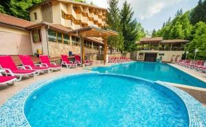Лято в Троянския Балкан! 2 или 3 Нощувки със Закуски и Вечери + Минерален Басейн в Хотел Дива. с.чифлик!