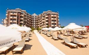 Първа Линия & All Inclusive + Басейн, Шезлонг и Чадър в Хотел Голдън Ина, <em>Слънчев бряг</em>!