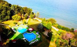 Цяло Лято на Първа Линия в <em>Златни Пясъци</em>! Нощувка, Закуска и Вечеря с Напитки + Басейн в Хотел Журналист!