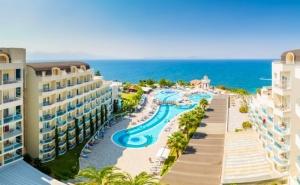 7 нощувки на човек на база Ultra all Inclusive 24 часа + басейни в хотел Sea Light Resort*****, <em>Кушадасъ</em>, Турция