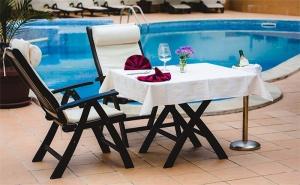 Лято Край <em>Троян</em>! Нощувка със Закуска и Вечеря + Басейн с Минерална Вода в Семеен Хотел Шипково!
