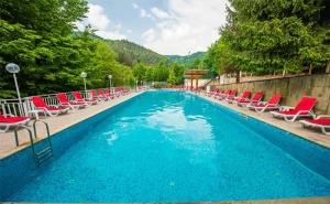 Цяло Лято в Хотел Дива, с.чифлик! 2 или 3 Нощувки със Закуски, Обеди и Вечери + Минерален Басейн!