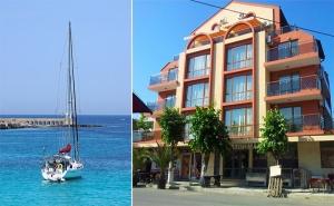 Лято в <em>Приморско</em>! Нощувка със Закуска и Вечеря + Разходка с Яхта от Хотел Примавера, на 50М. от Плажа!