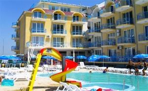 На Море в <em>Равда</em>! Нощувка + Басейн в Хотел Хит, на 50М. от Плажа!