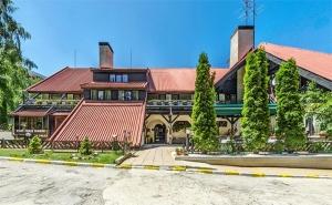 Лято в <em>Боровец</em>! Нощувка със Закуска и Вечеря* + Парна Баня, Сауна и Леден Душ в Хотел Бреза 3*!