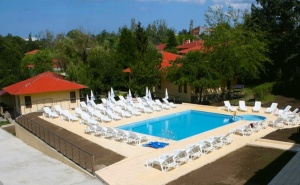 Лято в Царвео! Нощувка със закуска и вечеря + басейн във Вили Марая, на 150м. от плажа!