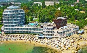 All Inclusive, Първа Линия, 3 Басейна + Шезлонг и Чадър на Плажа от Спа Хотел Сириус Бийч, Св.св Константин и Елена!