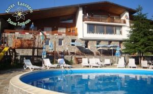 Почивка до Габрово! 3 или 5 Нощувки на човек със Закуски и Вечери + Басейн в Хотел Еделвайс, М. Узана