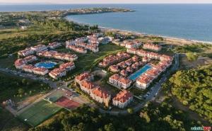 Лято 2020 на Каваците, Полупансион за Двама с Чадър и Шезлонг на Плажа След 23.08 в Грийн Лайф Бийч Ризорт до Созопол