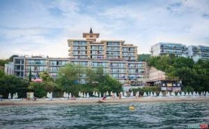 На Първа Линия в Топ Хотел през Септември, 7 Дни All Inclusive с 2 Безплатни Нощувки от Цезар Палас, Свети Влас