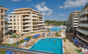Лятна Ваканция в Царево, Ultra All Inclusive с Аквапарк и Плаж до 04.07 в Хотел Хермес