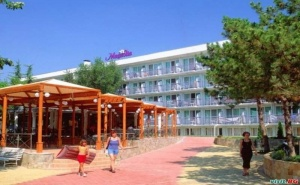 Ниски Цени All Inclusive Лято 2020 в Албена, Цена на човек до 08.07 с Чадър и Шезлонг на Плажа от Хотел Магнолия Стандарт