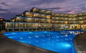 Лято 2020 на Метри от Плаж Каваци, Юли и Август Оферта Полупанссион в Хотел Мирамар