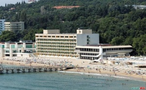 All Inclusive на Първа Линия с Чадър и Шезлонг от  Хотел Марина, Слънчев Ден