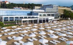 Топ Оферта с Чадър и Шезлонг на Плажа, Ultra All Inclusive до 25.08 в Грифид Енканто Бийч, Зл. Пясъци