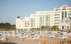 Лукс Лято с Чадъри и Шезлонги на Плажа, All Inclusive за Двама След 23.08 в Топ Комплекс Сънсет Ризорт, Поморие