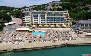 Аll Inclusive Първа Линия в Каварна, След 25.08 с Минерален Басейн с Чадъри и Шезлонги на Плажа Пред Royal Grand Hotel and Spa, Каварна