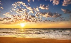 Септември в <em>Китен</em>! Нощувка със Закуска, Обяд и Вечеря + Басейн в Хотел Грийн Палас, на 200М. от Плаж Атлиман!