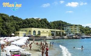 В <em>Китен</em> на Първа Линия! Нощувка със Закуска и Вечеря + Шезлонг и Чадър на Плажа от Хотел Марина!