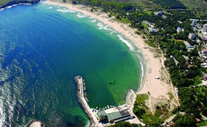 На Първа Линия в <em>Китен</em>! Нощувка със Закуска, Обяд и Вечеря + Шезлонг и Чадър на Плажа в Хотел Марина 3*!