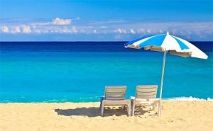 На Море в <em>Созопол</em>! Нощувка със Закуска, Обяд* и Вечеря* + Напитки и Басейн в Семеен Хотел Слънце, на 100М. от Плажа!