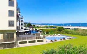 Лято 2019 на 1-Ва Линия в <em>Кранево</em>! Нощувка на човек в Двойна Икономична Стая на База All Inclusive + Басейни, Шезлонг и Чадър на Плажа от Новооткрития Хотел Верамар Бийч****