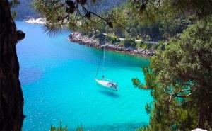 Септемврийска Почивка на о-в <em>Тасос</em>, Гърция! Транспорт + 2 Нощувки със Закуски и Вечери с Далла Турс!